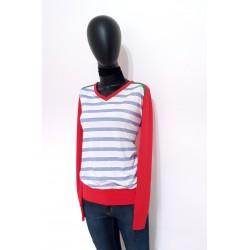 Rote Pullover mit Blau...