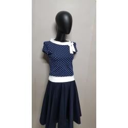 Blaue Shirt mit weißen Punkten und Schleife. aga1019.