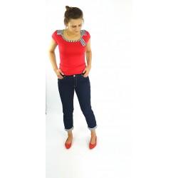 T-Shirt in Rot mit Streifen am Rücken, Iza Fabian.