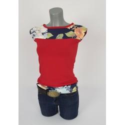 Shirt in Rot und Dunkelblau, geblumte Einsätze. nan0807.