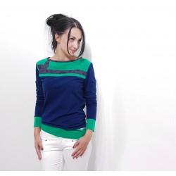 Blaue Damen Pullover mit Stoff Applikation von Iza Fabian.